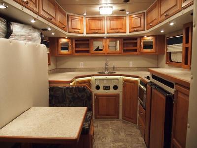 Showcase ari legacy sleepers for Custom semi truck sleeper interior